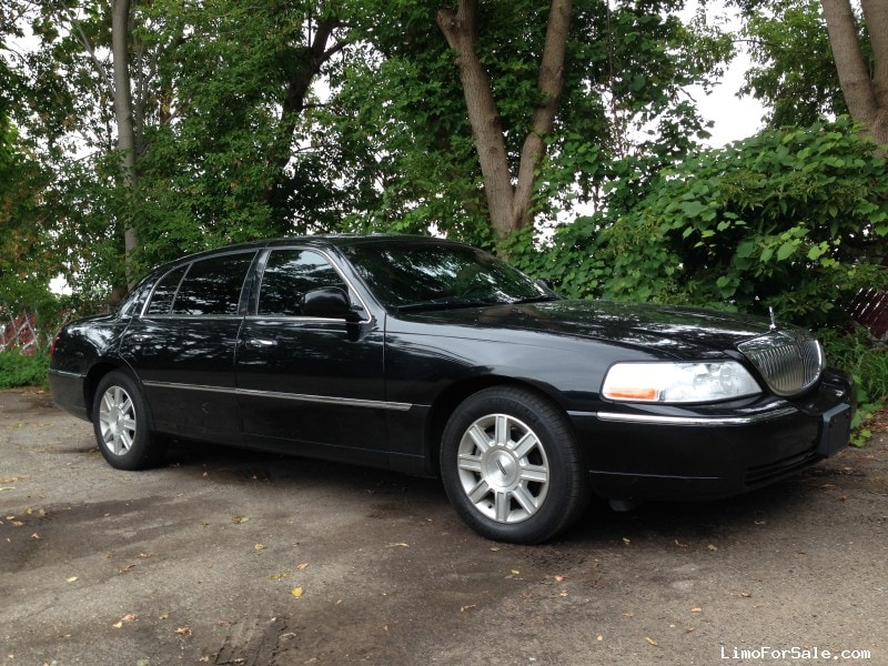 Used 2011 Lincoln Town Car L Sedan Limo  - Grand Rapids, Michigan - $6,500