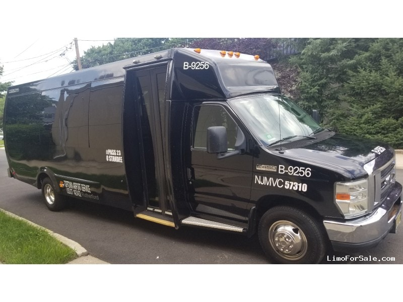 Used 2011 Ford Mini Bus Shuttle / Tour Federal - Clifton, New Jersey    - $25,999