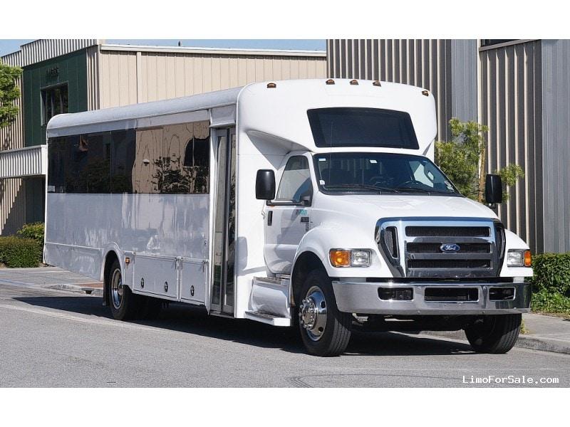 Used 2013 Ford Mini Bus Shuttle / Tour Starcraft Bus - Fontana, California - $27,995