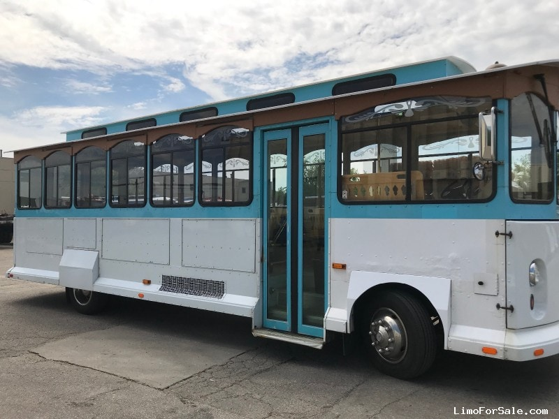 Used 2003 Workhorse Trolley Car Limo  - Naperville, Illinois - $39,000
