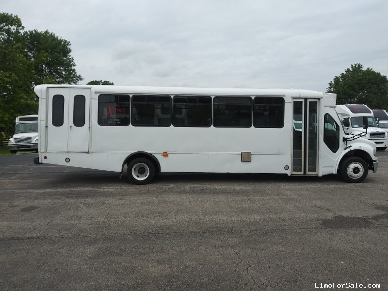 Used 2010 Freightliner M2 Motorcoach Shuttle / Tour  - New Albany, Indiana    - $22,000