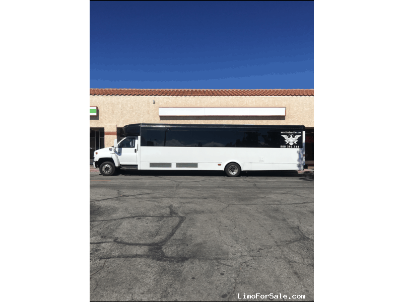 Used 2006 GMC Mini Bus Limo  - $29,000