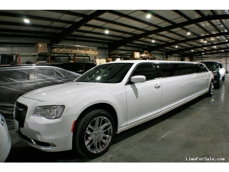 New 2019 Chrysler Sedan Stretch Limo Springfield - springfield, Missouri - $74,900