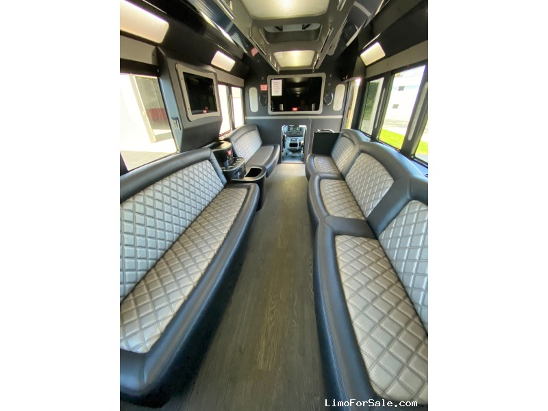 Used 2018 Ford E-450 Motorcoach Limo Tiffany Coachworks - Plymouth, Michigan - $96,000
