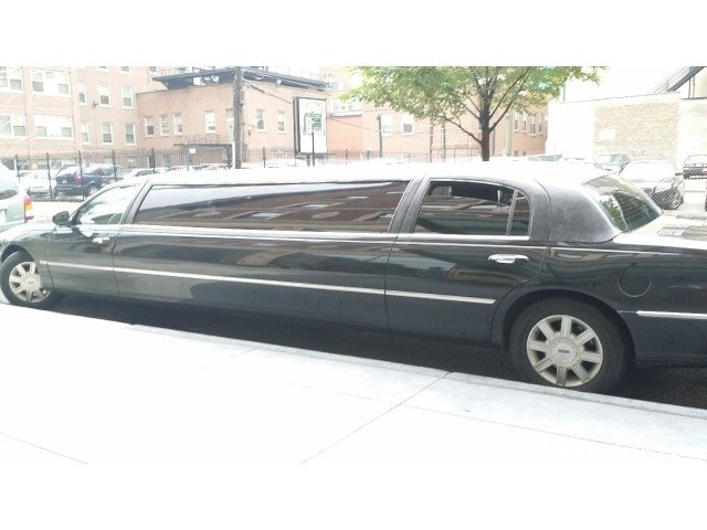 used 2008 lincoln town car sedan stretch limo lcw schaumburg illinois 25 000 limo for sale. Black Bedroom Furniture Sets. Home Design Ideas