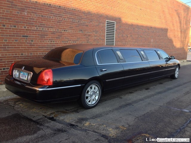 used 2009 lincoln town car sedan stretch limo lcw cleveland ohio 43 500 limo for sale. Black Bedroom Furniture Sets. Home Design Ideas