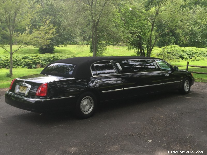 used 1999 lincoln town car sedan stretch limo krystal mountainside new jersey 4 950 limo. Black Bedroom Furniture Sets. Home Design Ideas