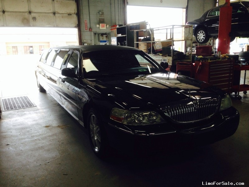 Used 2006 Lincoln Town Car Sedan Stretch Limo Legendary - Winona, Minnesota - $8,000