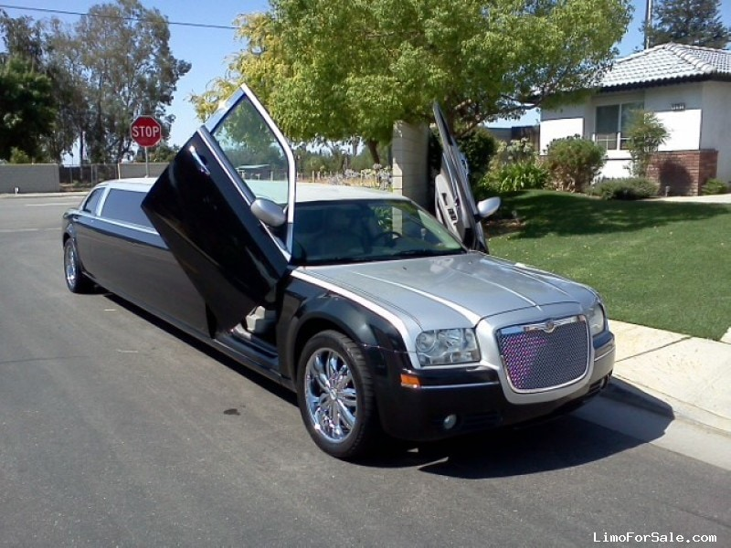 Used 2007 Chrysler 300 Sedan Stretch Limo Royal Coach Builders - $19,900