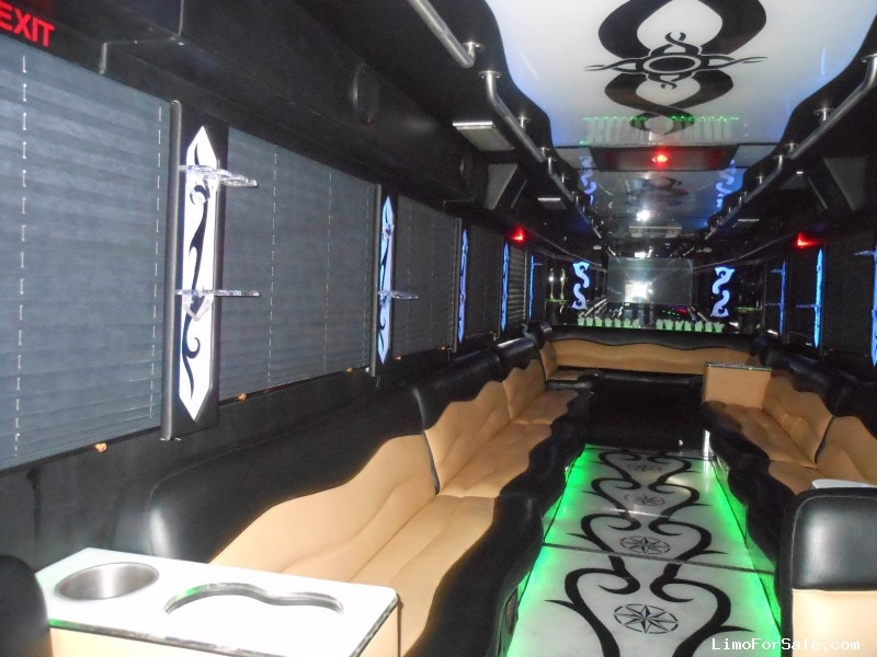 Used 2003 Freightliner XB Motorcoach Limo Craftsmen - Hillside, New Jersey    - $65,000