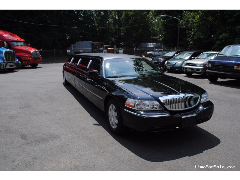 Used 2011 Lincoln Town Car L Sedan Stretch Limo DaBryan - Westwood, New Jersey    - $34,900