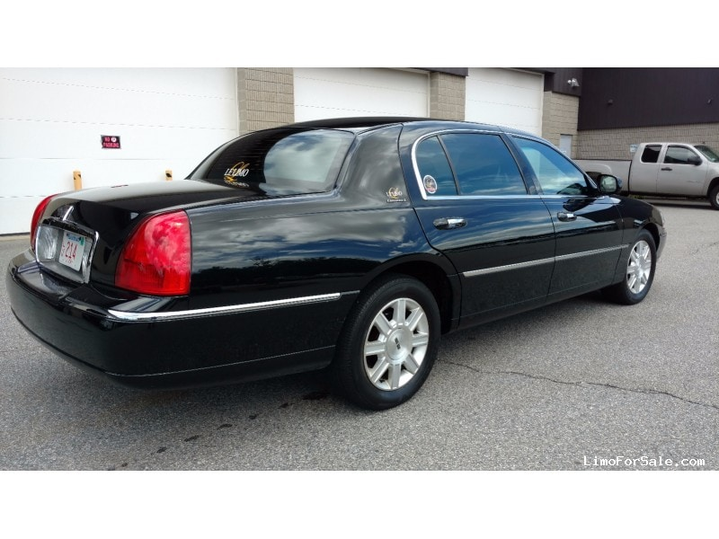 Used 2011 Lincoln Town Car Sedan Limo Signature Limousine