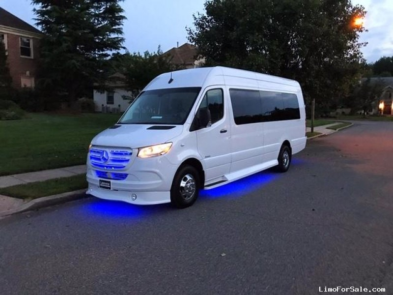 New 2019 Mercedes-Benz Sprinter Van Limo Midwest Automotive Designs - Oaklyn, New Jersey    - $119,995