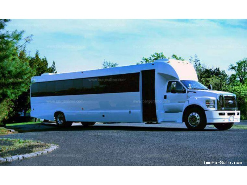 Used 2017 Ford F-750 Mini Bus Limo Tiffany Coachworks - Paterson, New Jersey    - $119,000