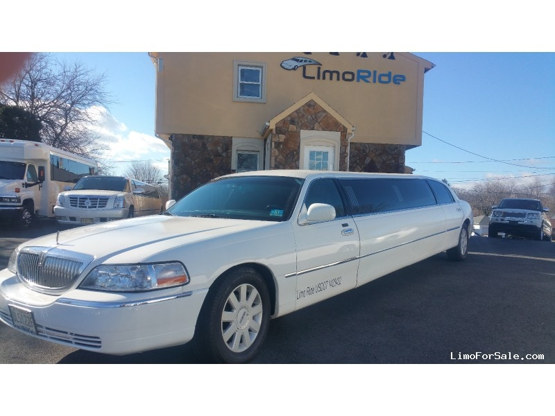 Used 2005 Lincoln Town Car Sedan Stretch Limo Executive Coach Builders - Clifton, New Jersey    - $14,975