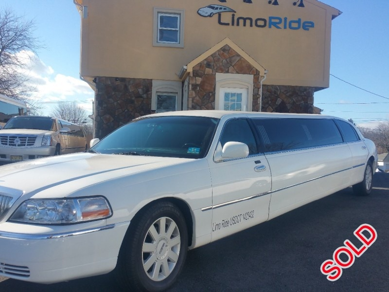 Used 2005 Lincoln Town Car Sedan Stretch Limo Executive Coach Builders - Clifton, New Jersey    - $12,999