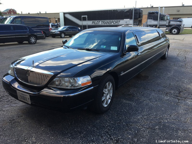 Used 2011 Lincoln Town Car Sedan Stretch Limo Royale - Winona, Minnesota - $17,500