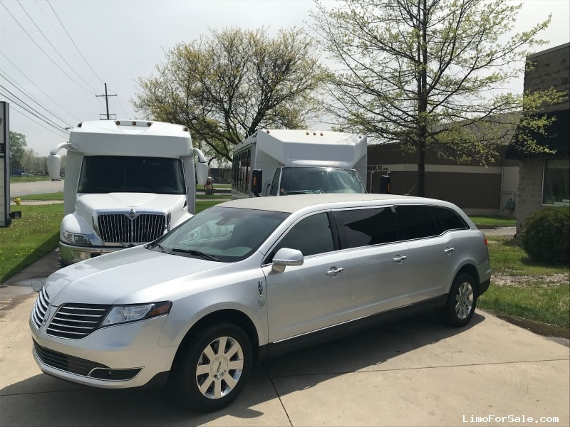 Used 2017 Lincoln Funeral Limo  - Brownstown, Michigan - $65,000