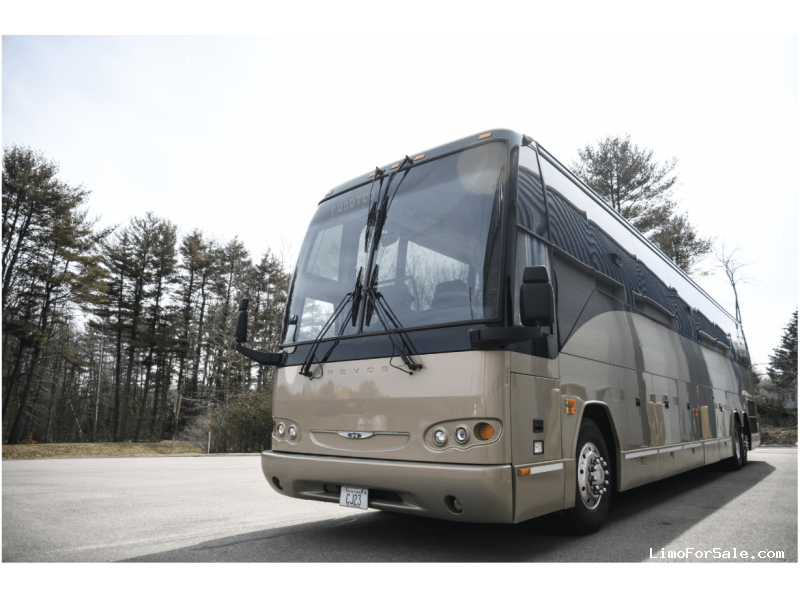 Used 2005 Prevost H3-45 VIP Motorcoach Limo OEM - Rollinsford, New Hampshire    - $105,000