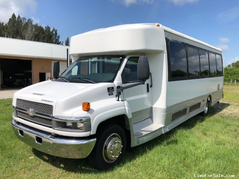 Used 2005 Chevrolet Motorcoach Shuttle / Tour Starcraft Bus - Pompano Beach, Florida