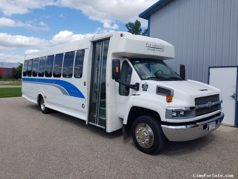 Used 2006 Chevrolet C5500 Mini Bus Shuttle / Tour Turtle Top - Cambridge, Wisconsin - $15,900