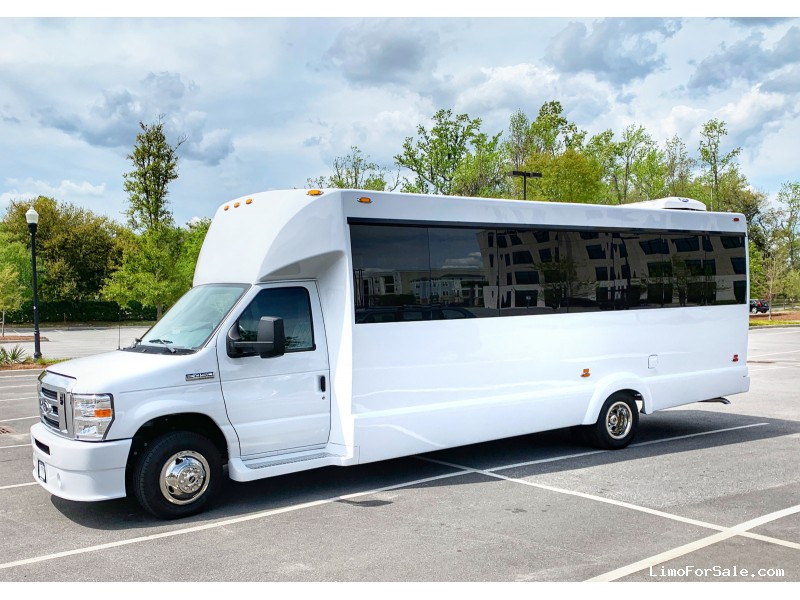 Used 2018 Ford E-450 Mini Bus Limo Tiffany Coachworks - Charleston, South Carolina    - $82,000