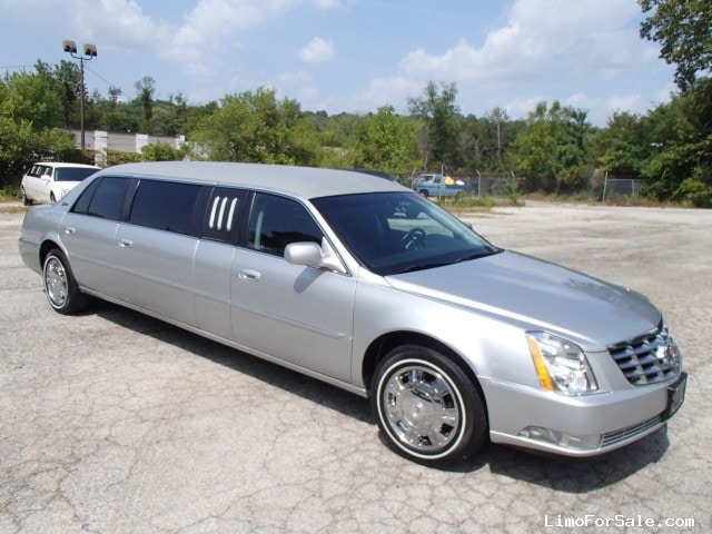 used 2009 cadillac dts sedan stretch limo superior coaches. Black Bedroom Furniture Sets. Home Design Ideas