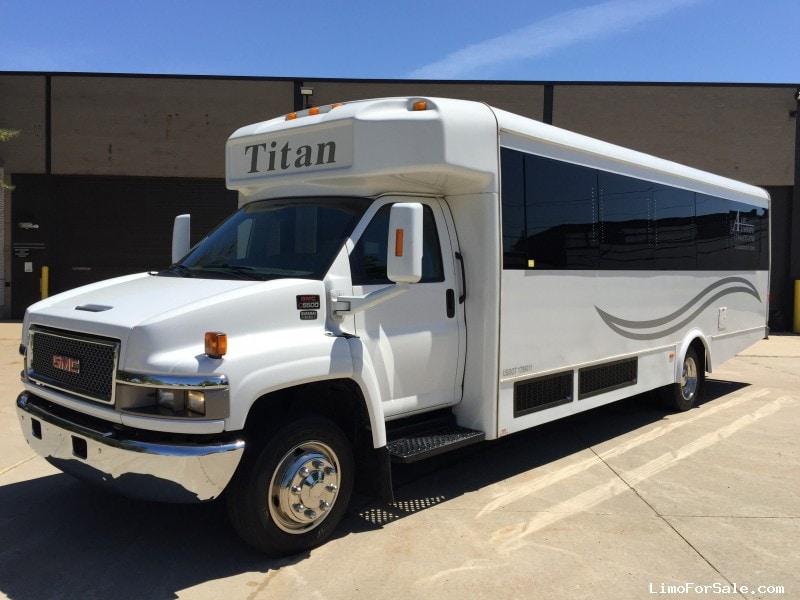 Used 2009 GMC C5500 Mini Bus Limo LGE Coachworks - Livonia, Michigan - $46,000