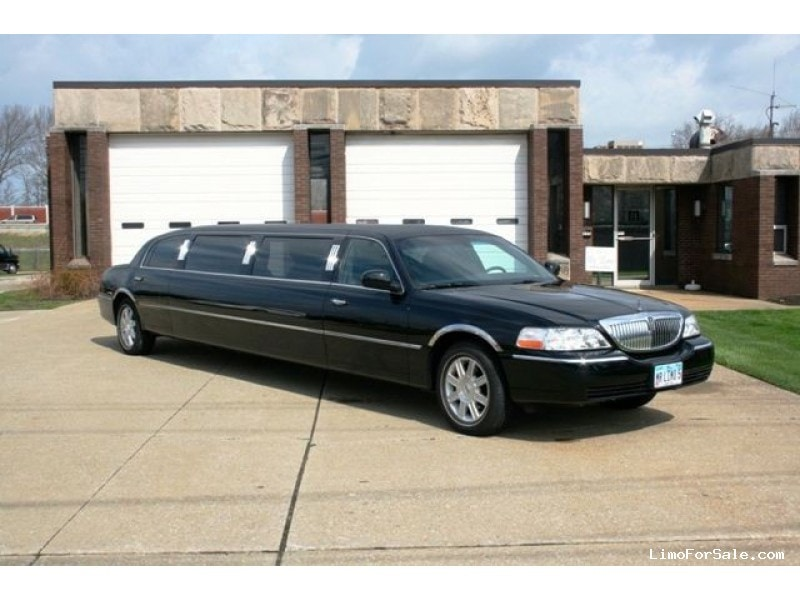 used 2008 lincoln town car sedan stretch limo wickliffe ohio 24 995 limo for sale. Black Bedroom Furniture Sets. Home Design Ideas