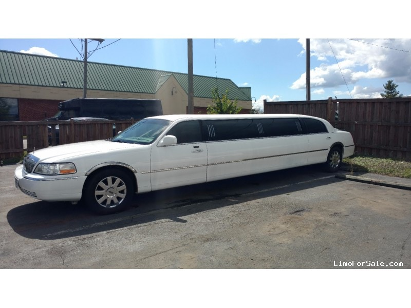 Used 2005 Lincoln Town Car Sedan Stretch Limo Executive Coach Builders Leesburg Virginia 7 500