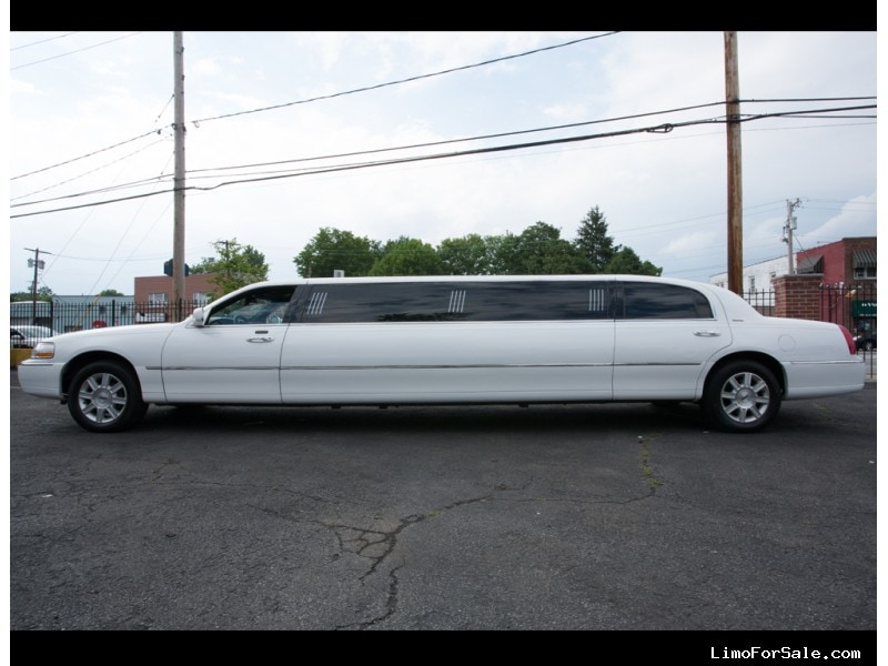 Used 2007 Lincoln MKT Sedan Stretch Limo  - New Hyde Park, New York    - $19,000