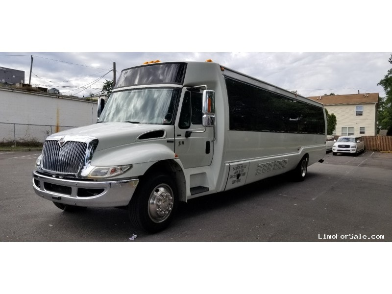 Used 2008 International Motorcoach Limo Krystal - Avenel, New Jersey    - $38,500