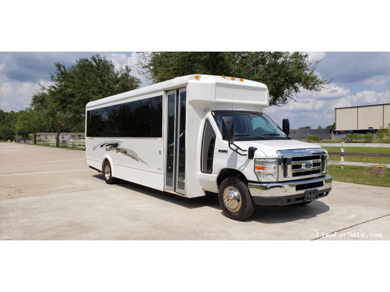 Used 2011 Ford E-450 Mini Bus Limo LGE Coachworks - Cypress, Texas - $46,500