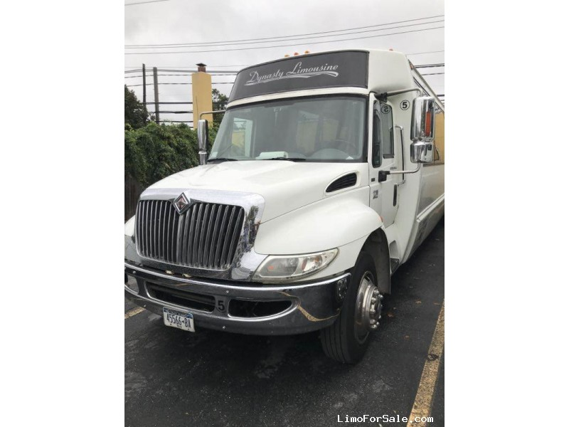 Used 2006 International 3200 Motorcoach Shuttle / Tour Krystal - Babylon, New York    - $19,500