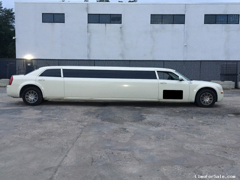 Used 2008 Chrysler 300 Sedan Stretch Limo  - Babylon, New York    - $10,500