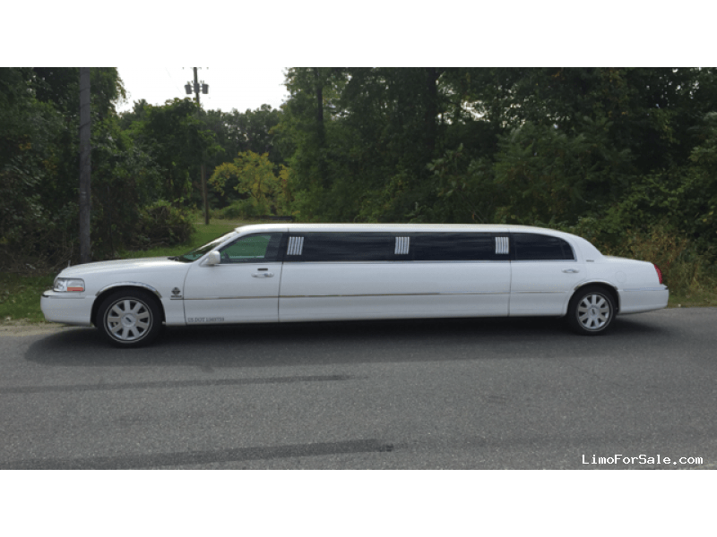 used 2005 lincoln town car sedan stretch limo royale ludlow massachusetts 21 900 limo. Black Bedroom Furniture Sets. Home Design Ideas