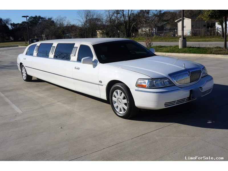 used 2005 lincoln town car sedan stretch limo lcw austin texas 16 000 limo for sale. Black Bedroom Furniture Sets. Home Design Ideas