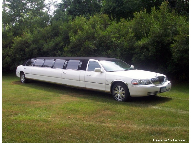 2016 Lincoln Town Car Price >> Used 2004 Lincoln Town Car Sedan Stretch Limo Ultra - BATAVIA, New York - $9,995 - Limo For Sale
