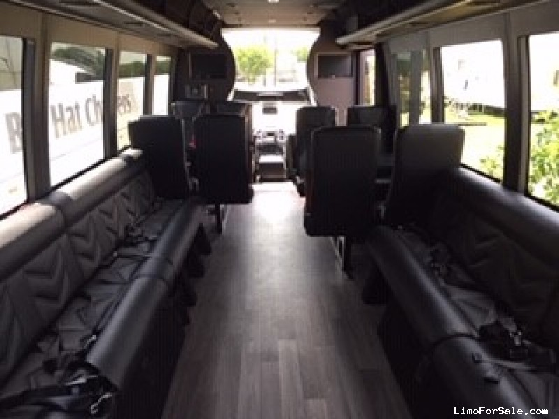 Used 2018 Ford F-550 Mini Bus Limo Berkshire Coach - Valley View, Texas - $119,000