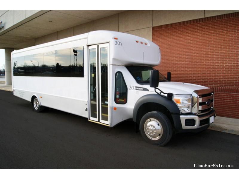 Used 2015 Ford F-550 Mini Bus Shuttle / Tour Starcraft Bus - Kankakee, Illinois - $55,600