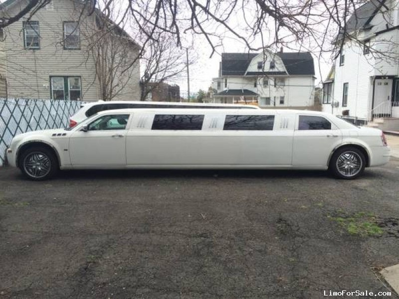 used 2005 chrysler 300 sedan stretch limo empire coach south richmond hill new york 17 500. Black Bedroom Furniture Sets. Home Design Ideas