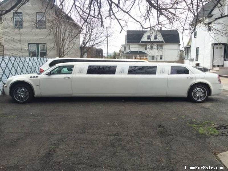 used 2005 chrysler 300 sedan stretch limo empire coach south richmond hill new york 17 500. Black Bedroom Furniture Sets. Home Design Ideas