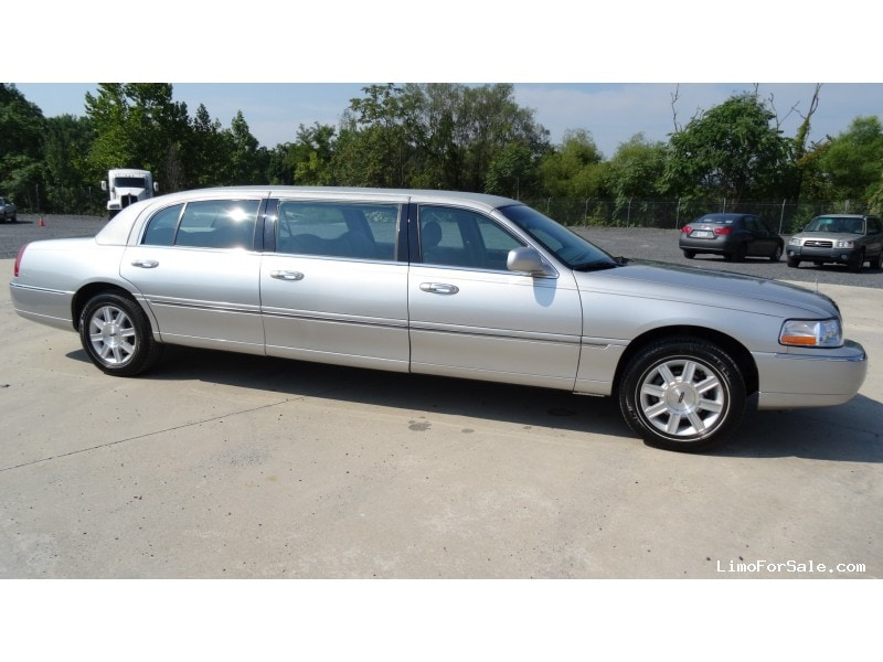 Used 2010 Lincoln Town Car Funeral Limo Krystal - Plymouth Meeting, Pennsylvania - $26,900