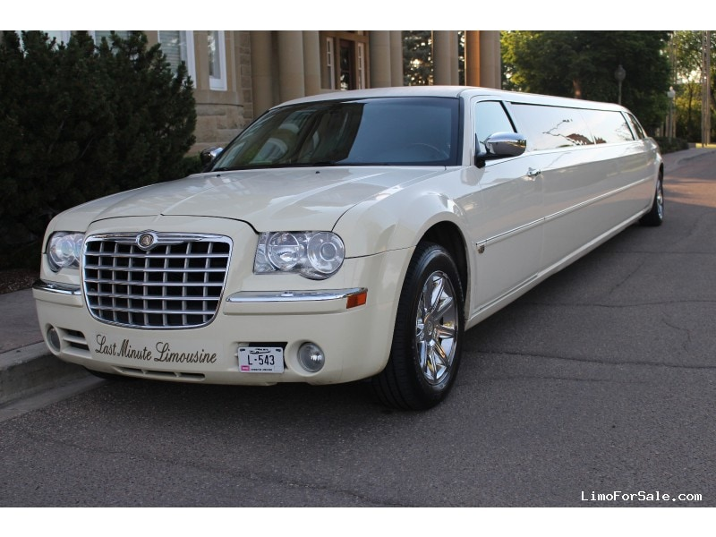 used 2005 chrysler 300 sedan stretch limo classic edmonton alberta 25 000 limo for sale. Black Bedroom Furniture Sets. Home Design Ideas