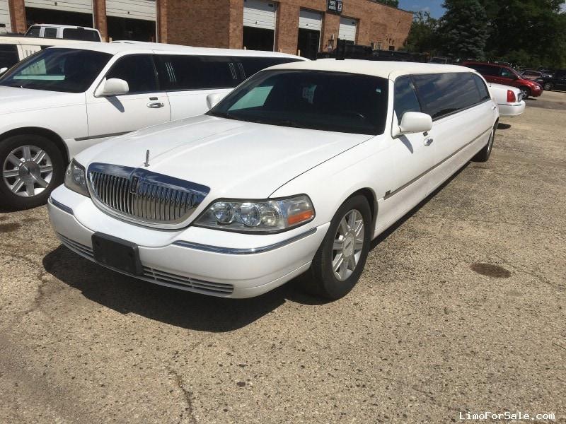 Used 2006 Lincoln Town Car Sedan Stretch Limo Tiffany Coachworks - Winona, Minnesota - $8,900