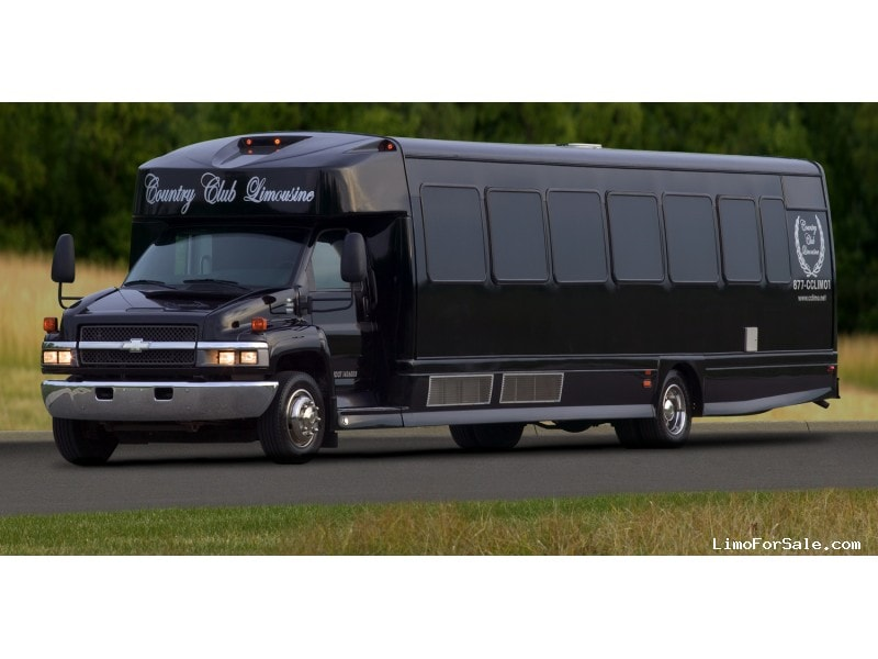 Used 2006 Chevrolet C5500 Mini Bus Limo Westwind - Holly, Michigan - $50,000