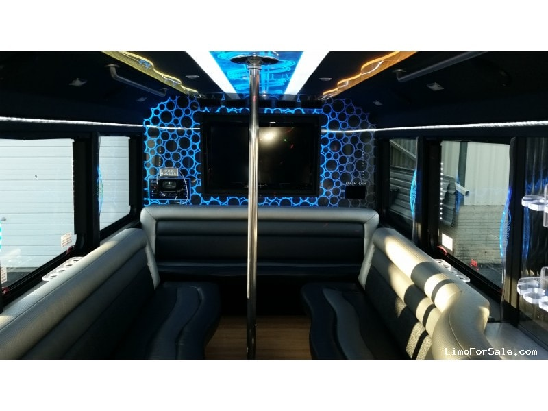Used 2011 Ford F-550 Mini Bus Limo LGE Coachworks - Madison, Wisconsin - $85,000