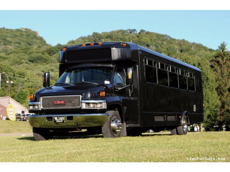 Used 2005 GMC C5500 Mini Bus Shuttle / Tour Glaval Bus - Banner Elk, North Carolina    - $21,000