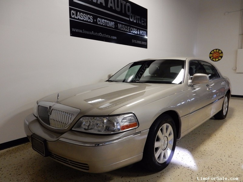 used 2004 lincoln town car sedan limo grimes iowa 3 995 limo for sale. Black Bedroom Furniture Sets. Home Design Ideas