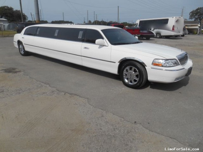 Used 2011 Lincoln Town Car Sedan Stretch Limo Executive Coach Builders - st petersburg, Florida - $21,900